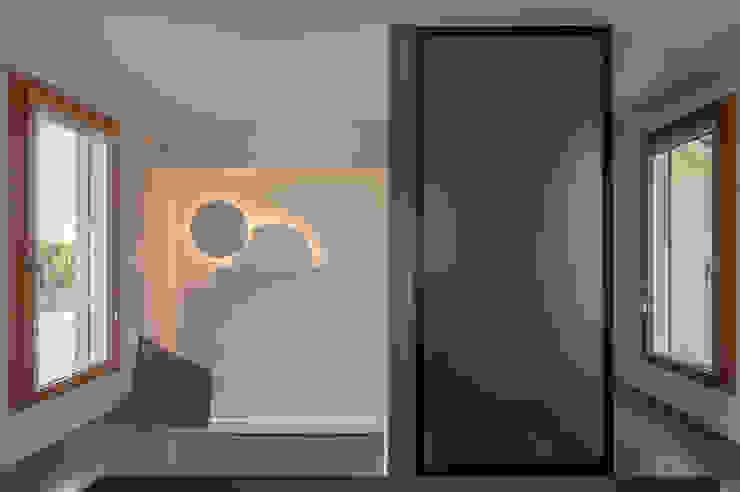 Archifacturing Oficinas de estilo moderno Negro