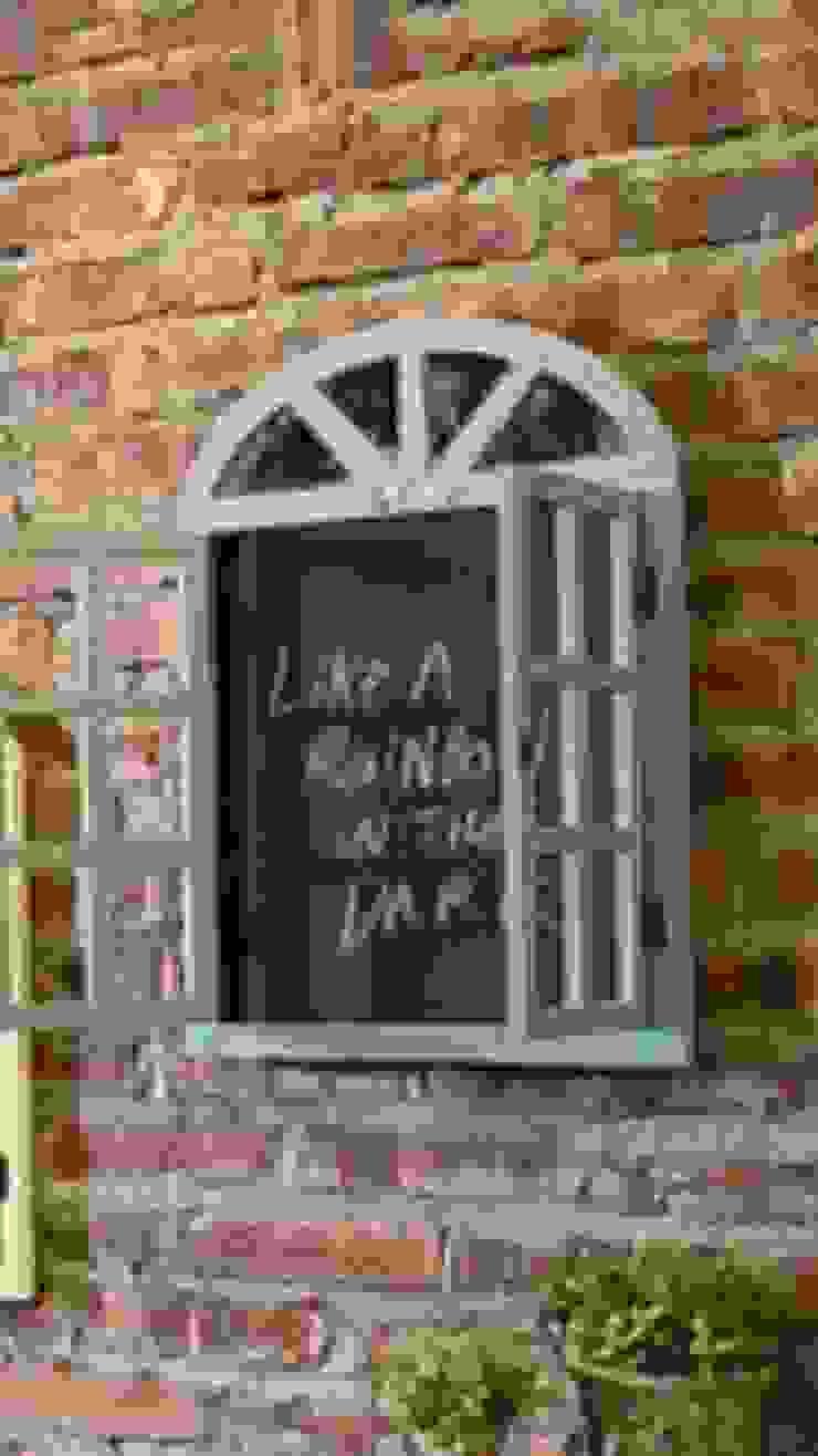 شباك للديكور الداخلي او الخارجي بألوان رائعة هادية تسر الناظرين: كلاسيكي  تنفيذ Wooden House - Jordan,كلاسيكي خشب Wood effect