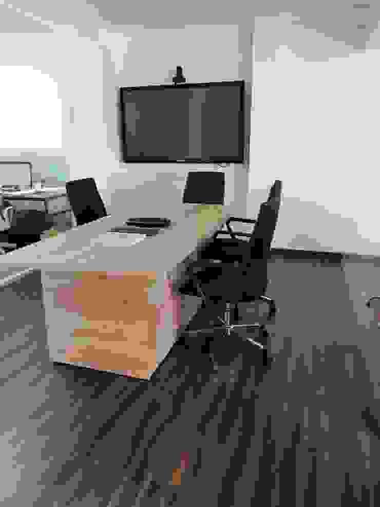 Sala de juntas de .K-Design arquitectura y diseño interior Moderno
