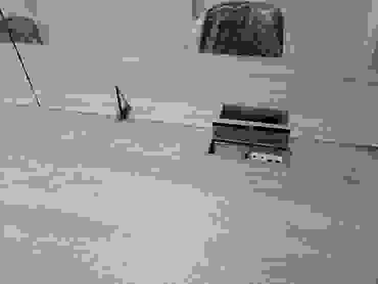 Puntos de conexión en escritorios de .K-Design arquitectura y diseño interior Moderno