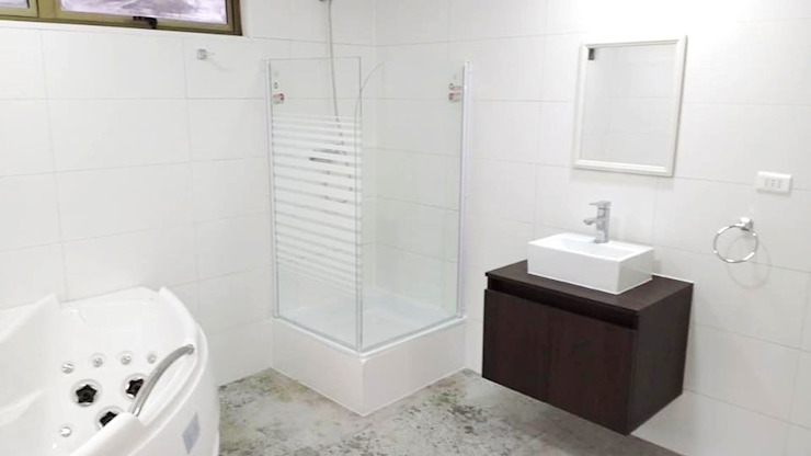 Minimalist style bathroom by Montgreen Ecomodular Minimalist