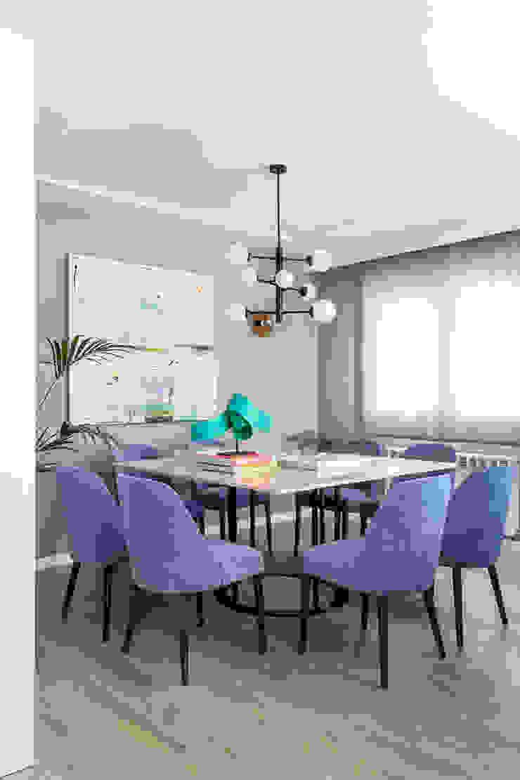 Reforma y Amueblamiento en vivienda piso en zona La Paz II Comedores de estilo moderno de itta estudio Moderno