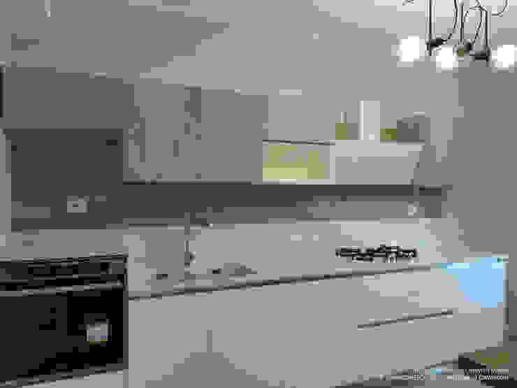 A+A Architects, Arch. Antonella Ciavardini Built-in kitchens White