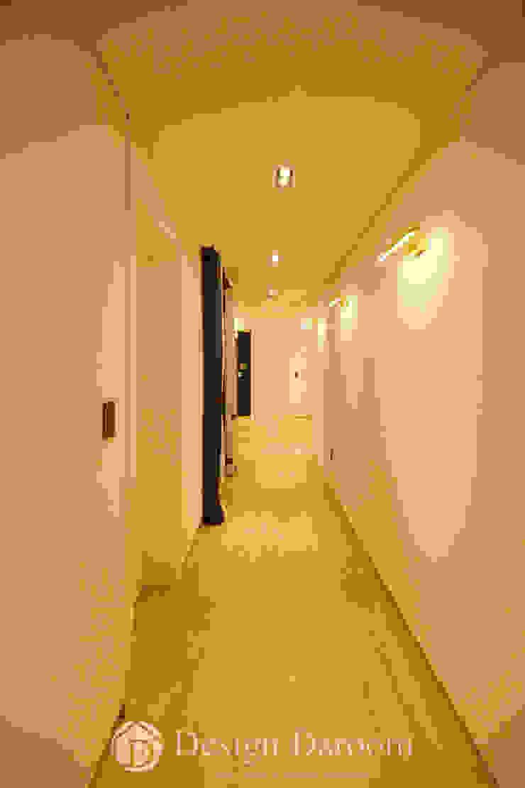 ห้องโถงทางเดินและบันไดสมัยใหม่ โดย Design Daroom 디자인다룸 โมเดิร์น