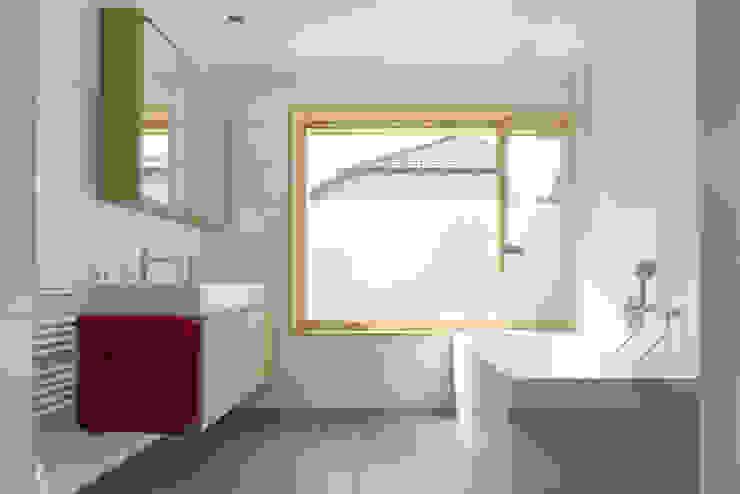 schroetter-lenzi Architekten Modern style bathrooms