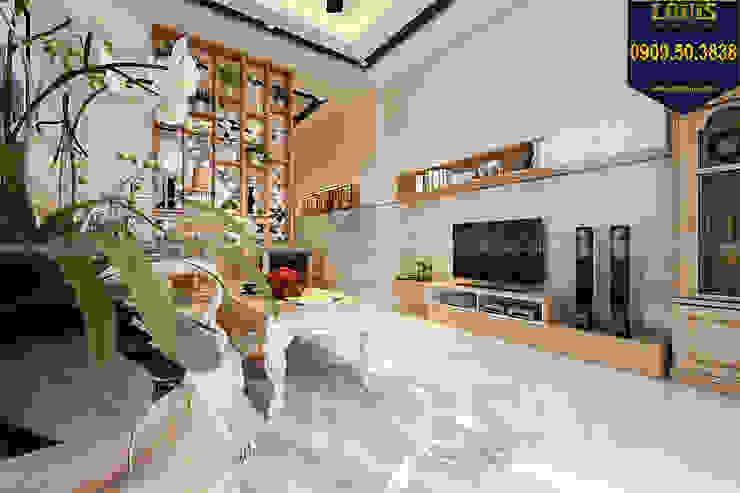Phòng khách chọn gỗ làm chất liệu chủ đạo bởi Công Ty Thiết Kế Xây Dựng LOUIS