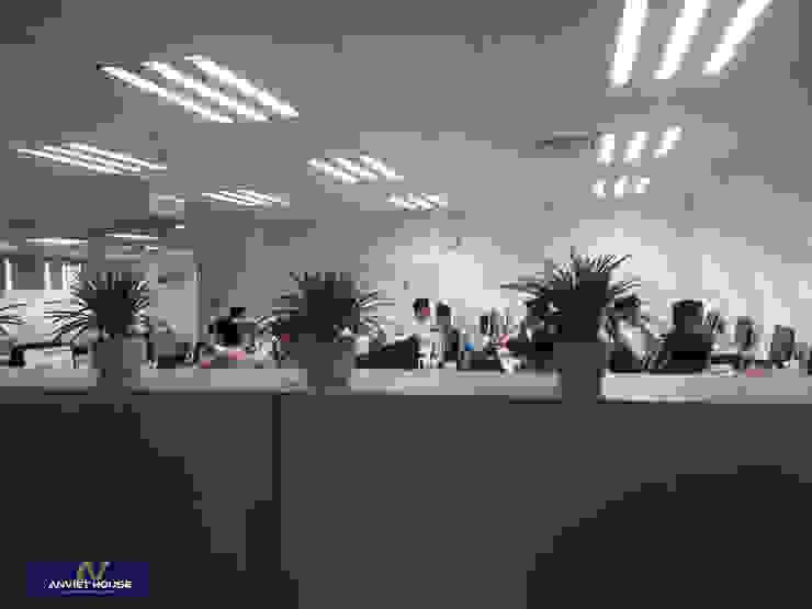 Quá trình thi công nội thất văn phòng chuyên nghiệp – tòa nhà CMC, Duy Tân,Hà Nội: hiện đại  by An Viet Trading and Interior Service Joint Stock Company, Hiện đại Chất xơ tự nhiên Beige