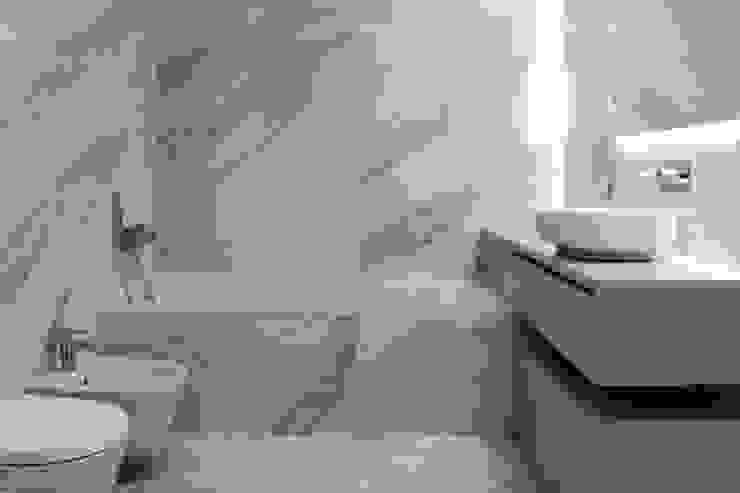 Neon (interiores) Sónia Cruz - Arquitectura Casas de banho minimalistas Cerâmica