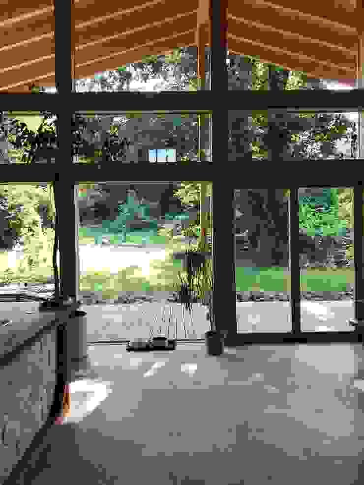 THULE Blockhaus GmbH - Ihr Fertigbausatz für ein Holzhaus Scandinavian style living room Tiles Beige