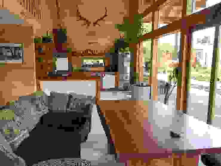 THULE Blockhaus GmbH - Ihr Fertigbausatz für ein Holzhaus Scandinavian style kitchen Wood Brown