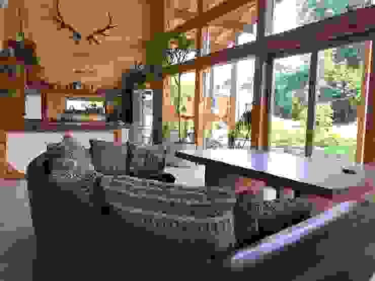 THULE Blockhaus GmbH - Ihr Fertigbausatz für ein Holzhaus Scandinavian style living room Wood Brown
