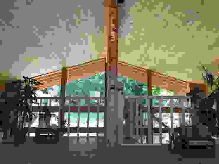 THULE Blockhaus GmbH - Ihr Fertigbausatz für ein Holzhaus Scandinavian style bedroom Wood Brown