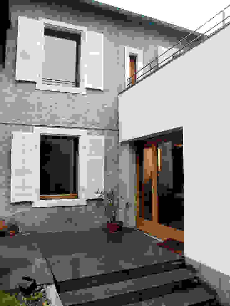 EXTENSION MAISON L Balcon, Veranda & Terrasse modernes par Atelier Presle Moderne Pierre
