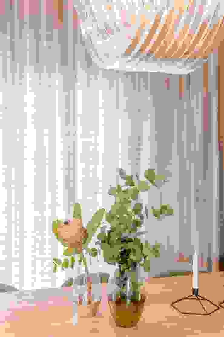 Scandinavian style dining room by Bargański Pracownia Wnętrz Scandinavian