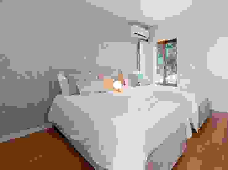 Filipa Cunha Interiores BedroomBeds & headboards Beige