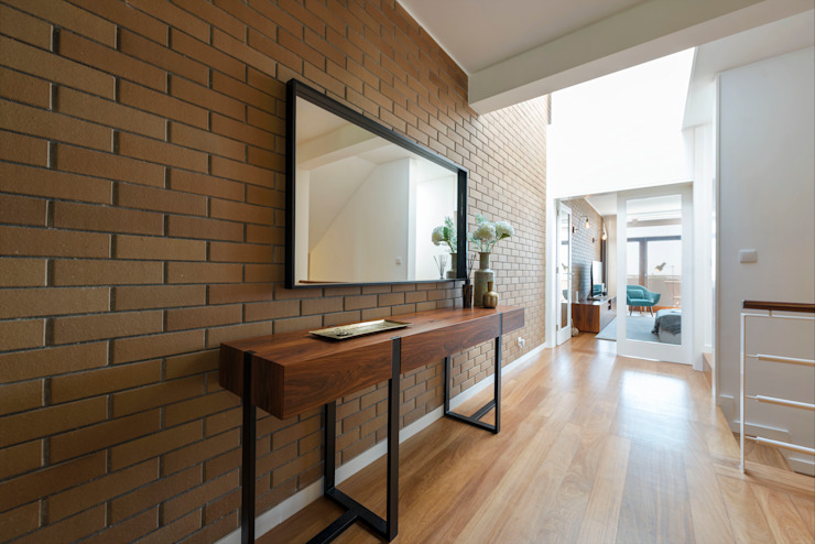 Filipa Cunha Interiores Corridor, hallway & stairsAccessories & decoration Wood Black