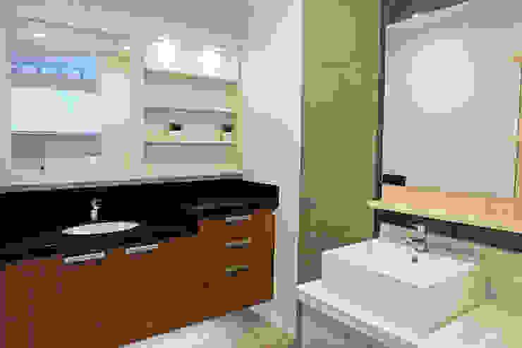 Bathroom Vanity Counter: classic  by Ideal Home, Classic Quartz