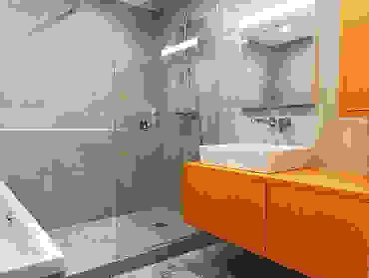 Baños modernos de Lionel CERTIER - Architecture d'intérieur Moderno