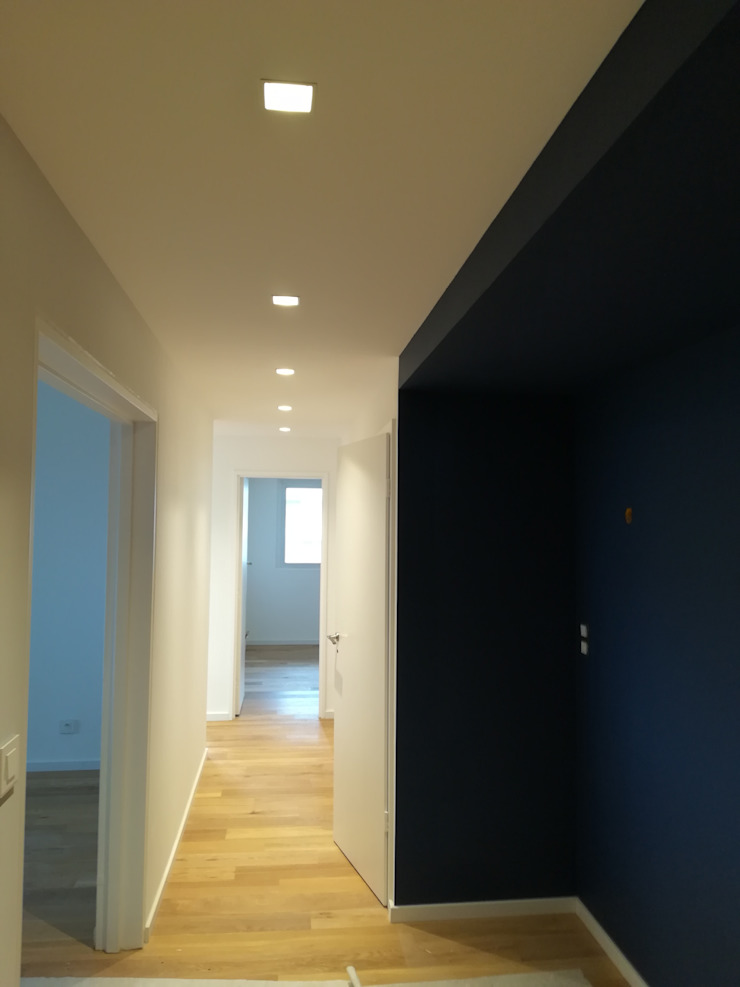 Pasillos, vestíbulos y escaleras modernos de Lionel CERTIER - Architecture d'intérieur Moderno