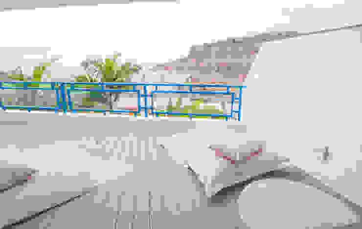 REFORMA INTEGRAL APARTAMENTO EN TAURITO GRAN CANARIA Balcones y terrazas de estilo escandinavo de RÖ | ARQUITECTOS Escandinavo
