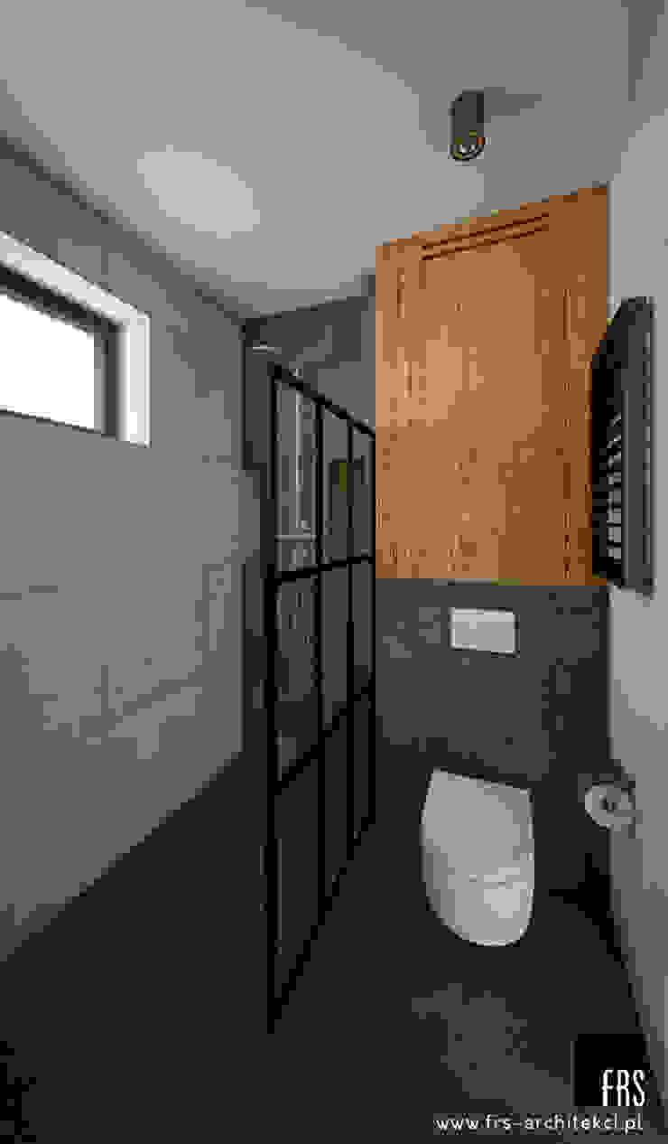 Dom w Tyńcu Nowoczesna łazienka od FRS ARCHITEKCI Nowoczesny