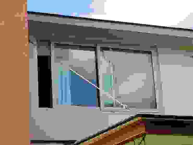 dBLuM°C Project Management Modern windows & doors Metallic/Silver