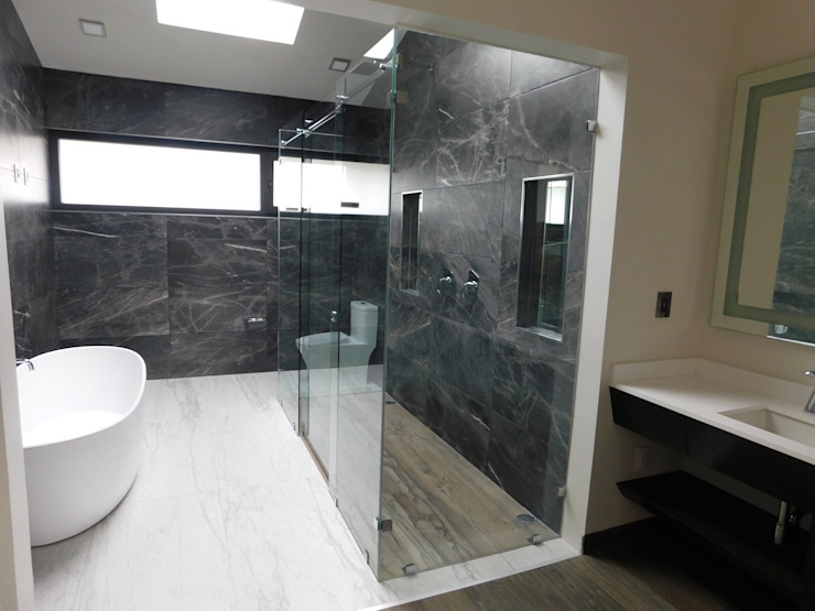 Modern style bathrooms by dBLuM°C Project Management Modern Glass