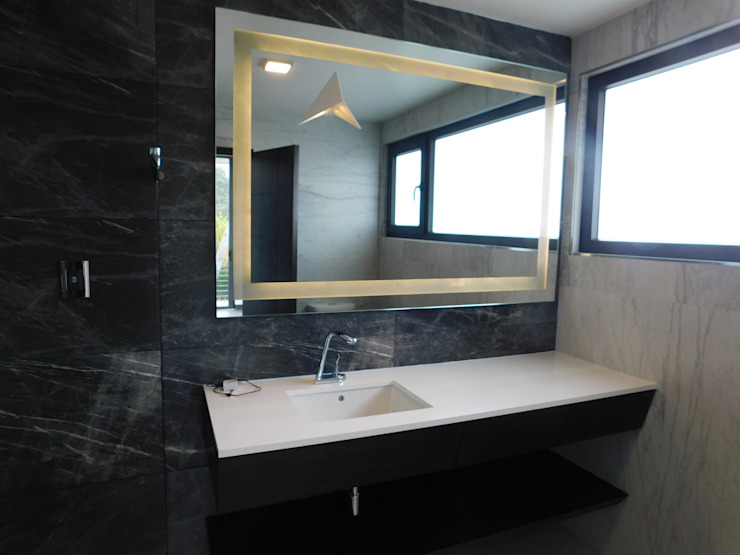 dBLuM°C Project Management BathroomMirrors Glass Transparent