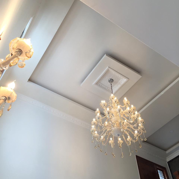 Double height ceiling with vintage Chandeliers to highlight the theme by Phat Phorms Designs