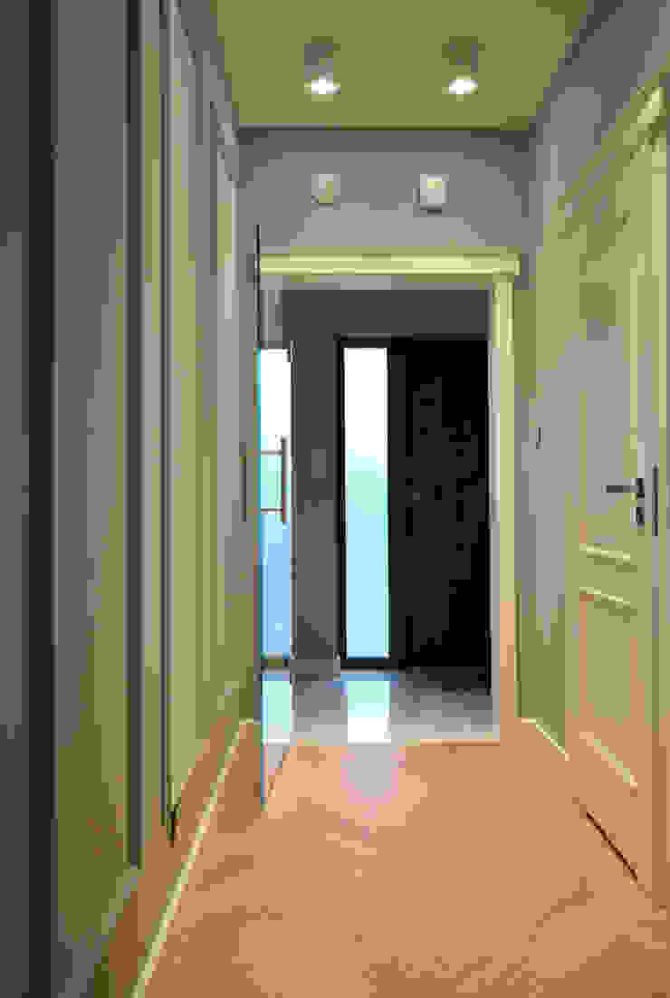 Piotr Stolarek Projektowanie Wnętrz Eclectic style corridor, hallway & stairs