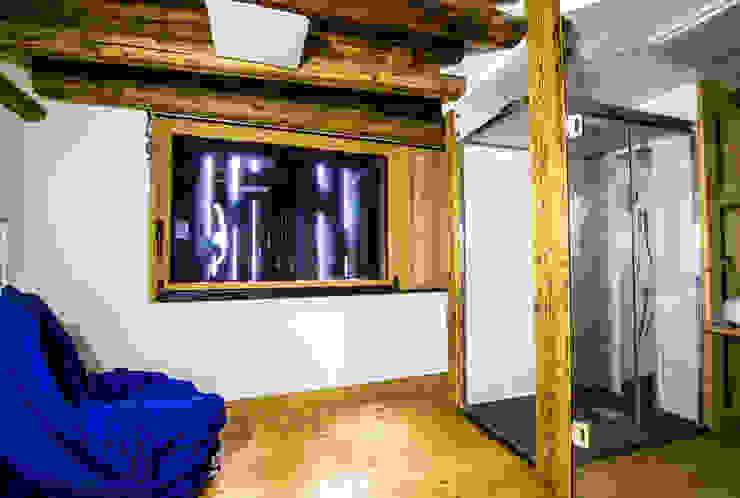 Oficinas de estilo rural de Monico Impianti Rural Madera Acabado en madera