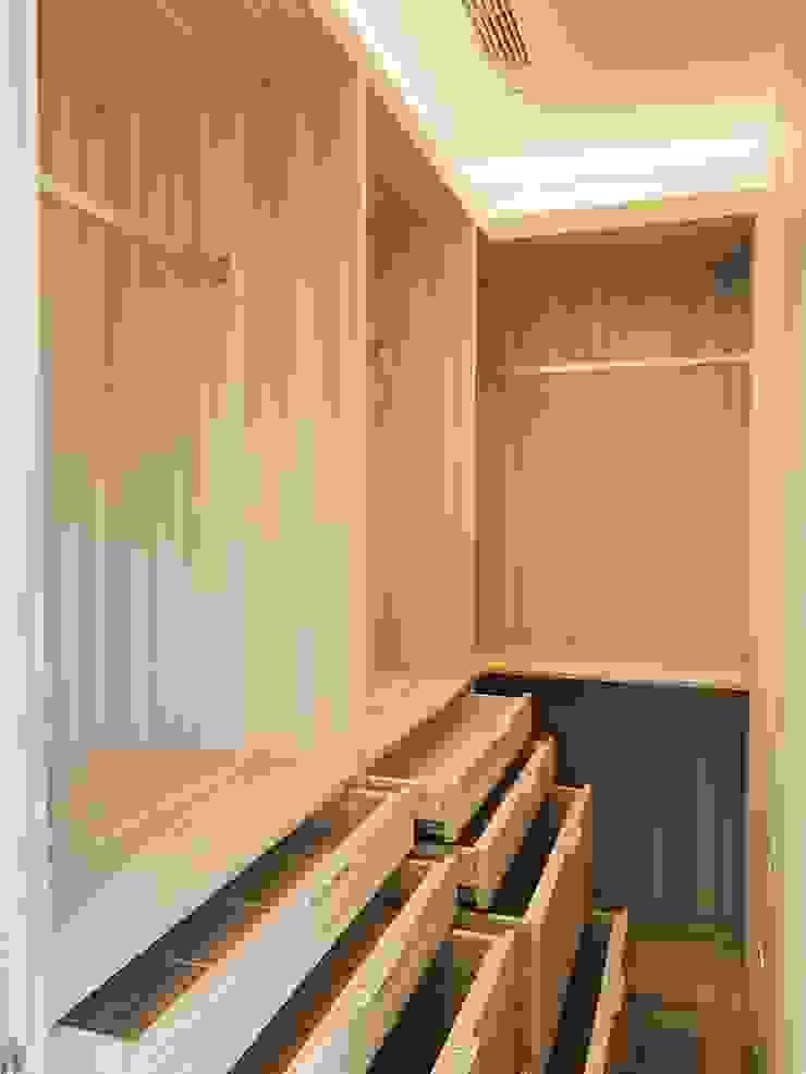 隱身於主臥房的更衣室 根據 圓方空間設計 簡約風 合板