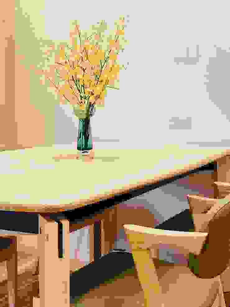 簡約的木質餐桌 根據 圓方空間設計 簡約風 木頭 Wood effect