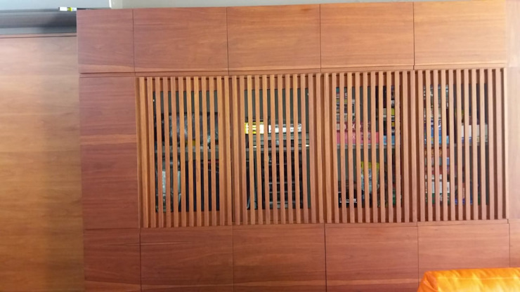 mueble enchapado de madera natural. Estudios y despachos minimalistas de La ChaPa Minimalista