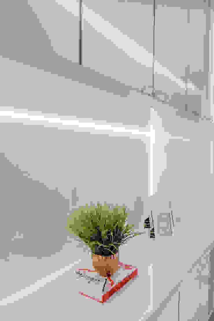 ISADORA MARTEL interiores Couloir, entrée, escaliers minimalistes Blanc