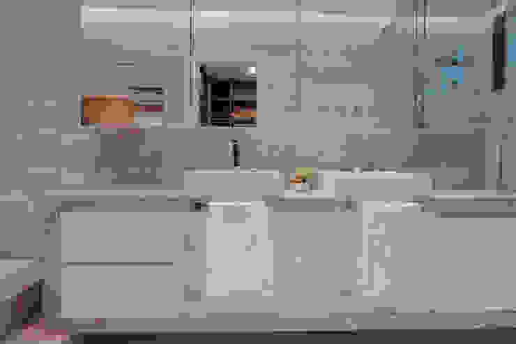 ISADORA MARTEL interiores Salle de bain moderne