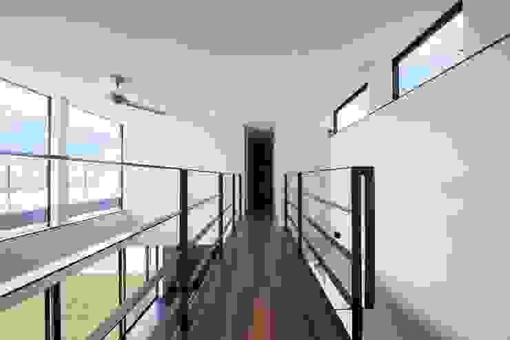 Moderner Flur, Diele & Treppenhaus von STaD(株式会社鈴木貴博建築設計事務所) Modern