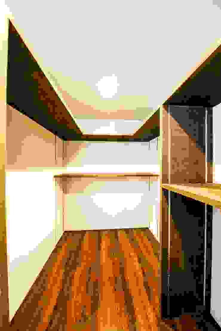 Moderne Ankleidezimmer von STaD(株式会社鈴木貴博建築設計事務所) Modern