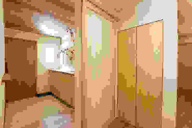 Scandinavian style corridor, hallway& stairs by 光風舎1級建築士事務所 Scandinavian Wood Wood effect