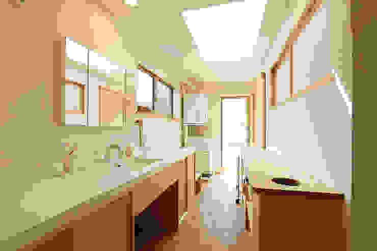 Scandinavian style conservatory by 光風舎1級建築士事務所 Scandinavian Wood Wood effect