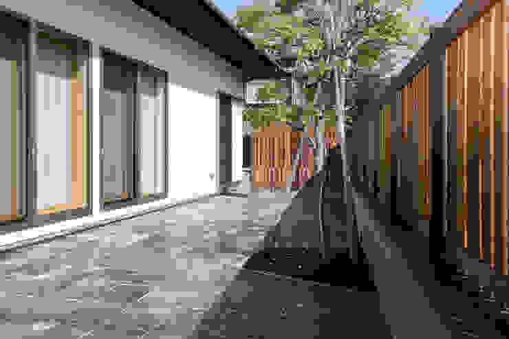 by 光風舎1級建築士事務所 Asian Stone