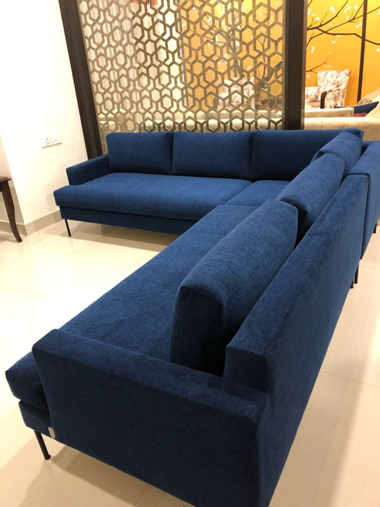 Media Room- Sofa- Royal Blue Modern media room by PlanHomes Modern
