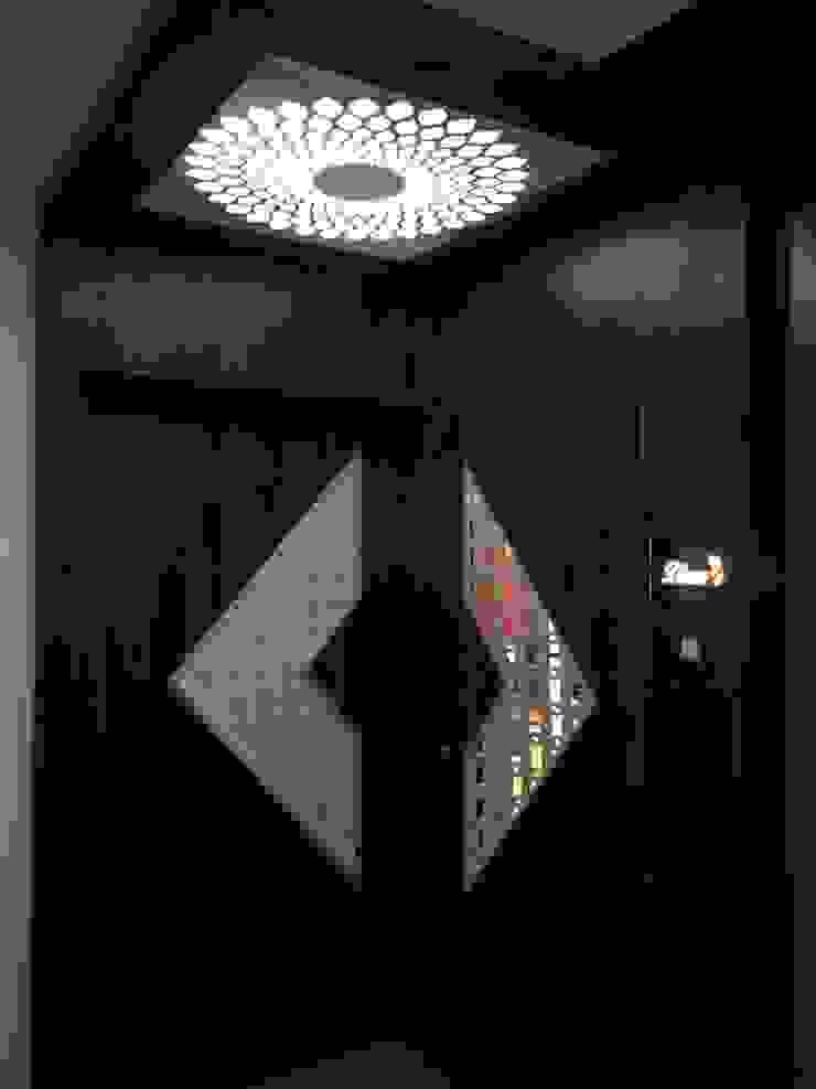 โดย VR Interior Designerss เอเชียน แผ่นไม้อัด Plywood