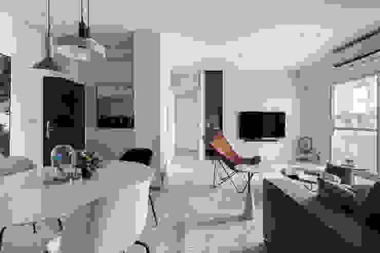 夢。靜 现代客厅設計點子、靈感 & 圖片 根據 質覺制作設計有限公司 現代風
