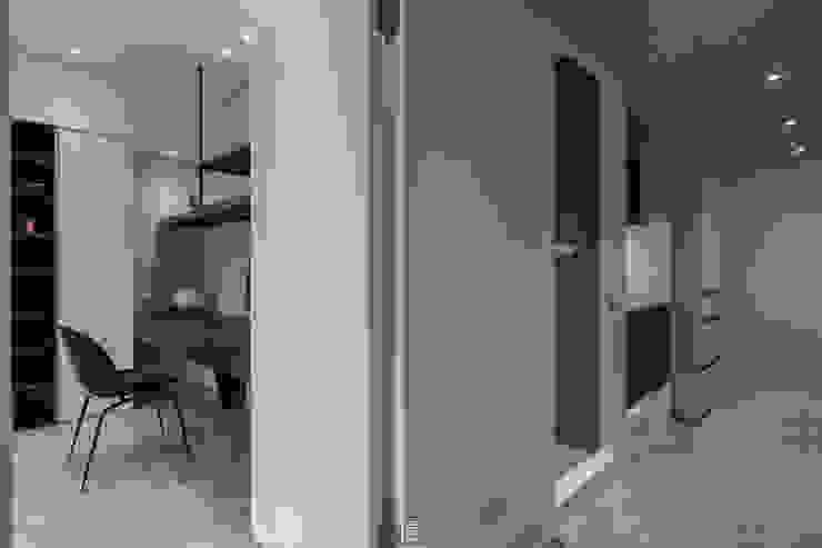 夢。靜 現代風玄關、走廊與階梯 根據 質覺制作設計有限公司 現代風