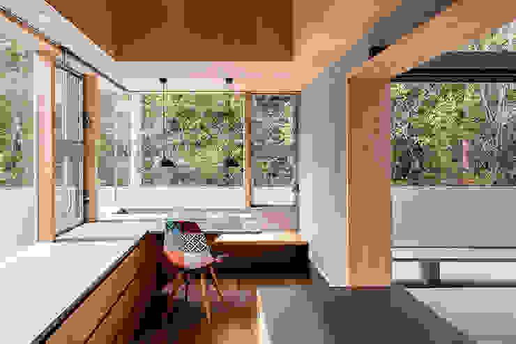 Modern dining room by 建築設計事務所SAI工房 Modern