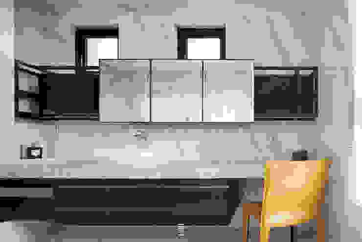 靜。觀 現代浴室設計點子、靈感&圖片 根據 質覺制作設計有限公司 現代風
