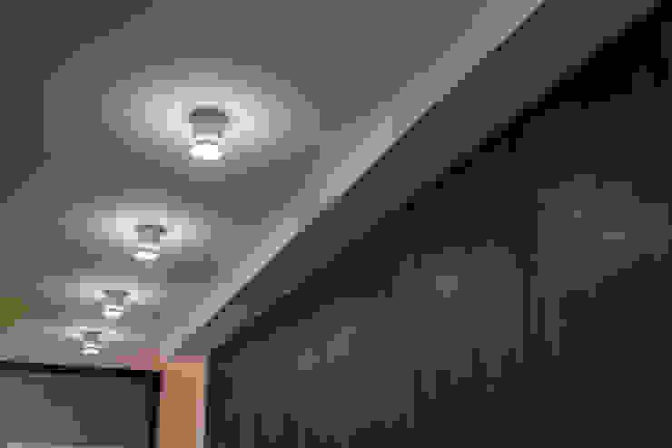 YOUR PROJECT Minimalist corridor, hallway & stairs Wood Wood effect