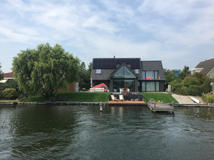Renovation waterfront house in Goes by Suzanne de Kanter Architectuur & Interieur