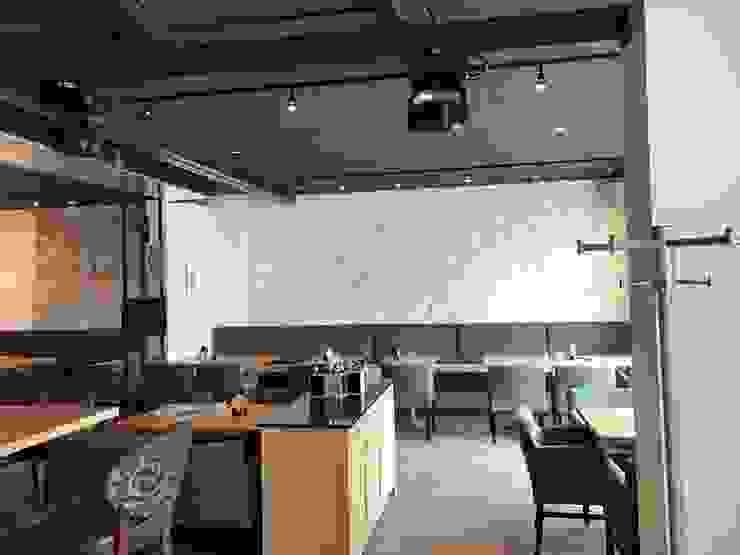 Salas de jantar modernas por Skapetze Lichtmacher Moderno